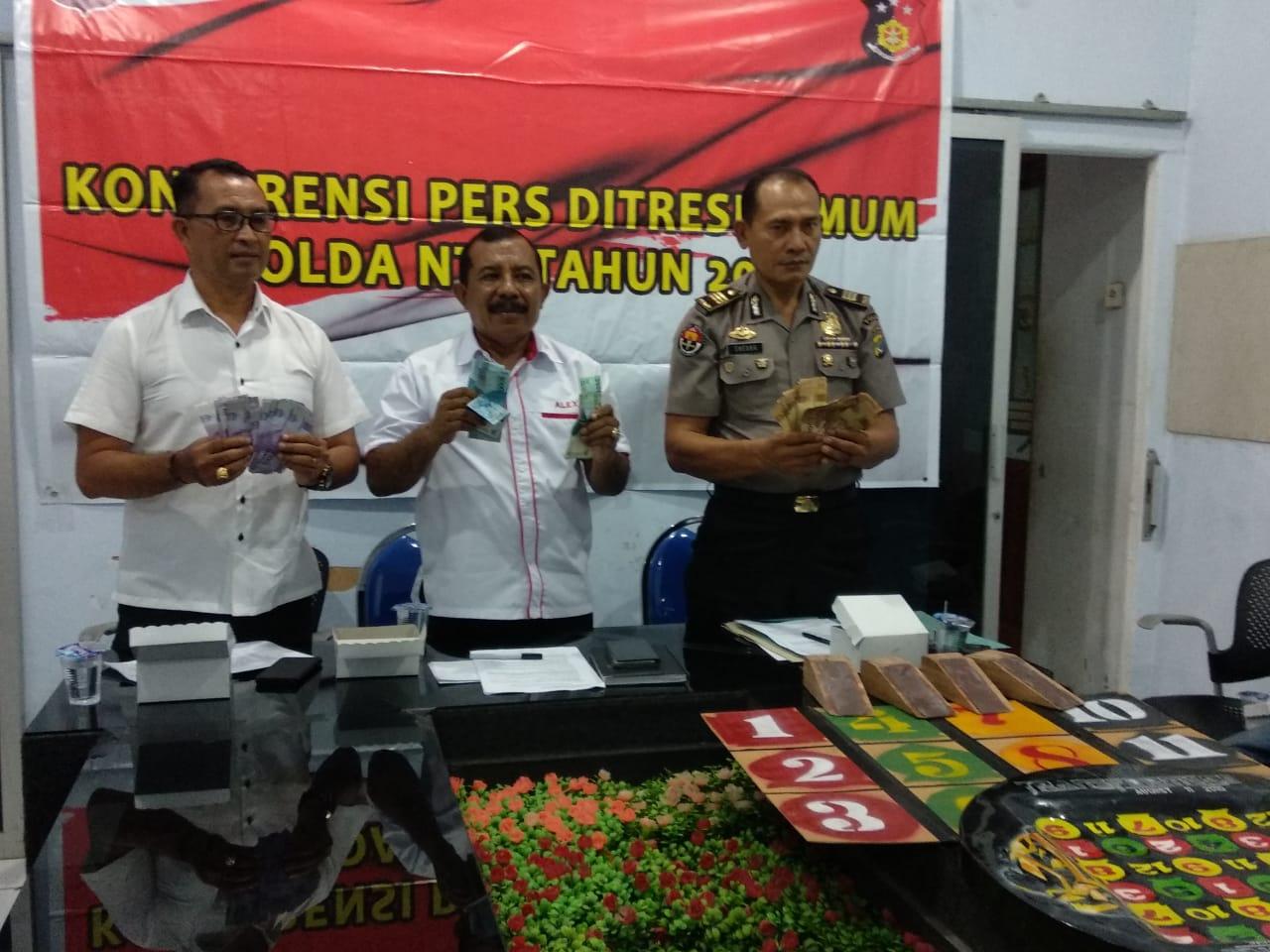 2 warga Kupang ditangkap saat bermain Judi Bola Guling